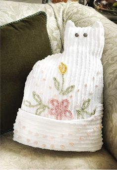 Chenille Bedspread Cat Pillow - Crafts 'n things. No cat pattern. But it shouldn't be too hard to make one.