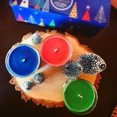 Faires-vous de nouveaux souvenirs et rappelez-vous dans anciens grâce à l'échantillonneur Souvenirs de fêtes, des pots à bougie élégants. Trois fragrances hivernales parfaitement coordonnées présentées dans un élégant paquet cadeau. MATIÈRECire, gobelet en plastiqueFORMEÉchantillonneurs de pots à bougieBURN TIME35 - 45 heures chacunDIMENSIONS7x7 cmREFP86066E Nespresso, Coffee Maker, Kitchen Appliances, Deco, Scented Candles, The Hours, Memories, Coffee Maker Machine, Diy Kitchen Appliances