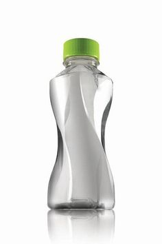 Best in Packaging: Smoothie in a 'twisted' bottle Water Packaging, Juice Packaging, Beverage Packaging, Bottle Packaging, Bottle Mockup, Plastic Bottle Design, Water Bottle Design, Plastic Bottles, Glass Bottles