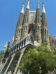 Barcelona  - Espanha 2014 Sagrada Família, é um grande templo católico da cidade catalã de Barcelona, desenhado pelo arquiteto catalão Antoni Gaudí.