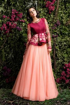 neue hochzeitsgast outfit indianer rocke ideen - The world's most private search engine Indian Gowns, Indian Attire, Pakistani Dresses, Indian Outfits, Indian Wedding Outfits, Lehenga Designs, Saree Blouse Designs, Indian Designer Outfits, Designer Dresses
