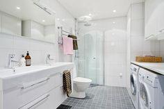 Bathroom Inspiration, Bathroom Ideas, Corner Bathtub, Nice Tops, Bathrooms, Closet, Single Family, Baths, Cape