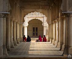 Dewan-e-Khaas (c. 1645), Lahore Fort.  Photo © intricateworks.com