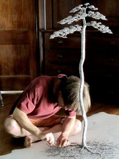 Beautiful tree sculptures created by Kevin Iris out of aluminum alloy wire.