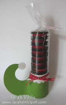 Elf Shoes with Oreos… A really cute gift for Christmas time! The kids will love these and have fun helping make them!