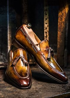Men's handmade alligator leather tassel slip-on loafers penny loafers. These alligator loafers are made in Goodyear Welted Construction, which is the finest quality of construction in shoes, industry-wide! Dress Loafers, Tassel Loafers, Loafer Shoes, Loafers Men, Sock Shoes, Men's Shoes, Shoe Boots, Dress Shoes, Gentleman Shoes