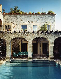 Modern Mediterranean villa with swimming pool. Style At Home, Outdoor Spaces, Outdoor Living, Outdoor Pool, Amazing Swimming Pools, Mediterranean Decor, Mediterranean Architecture, Spanish Architecture, Dream Pools