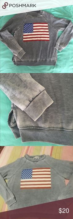 Wildfox AMERICAN FLAG GRAY SWEATSHIRT SZ S Wildfox  Cute lightweight gray sweatshirt with an American flag . Perfect for so many reasons Sz small missing Wildfox tag ( price reflects this) pic 3 shows same shirt with tag for authentic reasons                     ❤️🇺🇸WILDFOX Wildfox Tops Sweatshirts & Hoodies