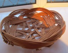 Fruit or Bread basket bowl. Celtic Knot willow basket bowl, hand made from buff coloured stripped willow.