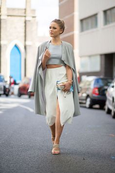 Neutral outfit idea: wide legged pants and a long cardigan | For more style inspiration visit 40plusstyle.com