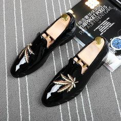 07de61f8639f 2017 Italy Black Patent Leather Men Dress Shoe Maple Leaf Embroidery Plus  Size Men Loafer Prom FlatS Moccasins Zapatos Hombre. Yesterday s price  US   328.85 ...