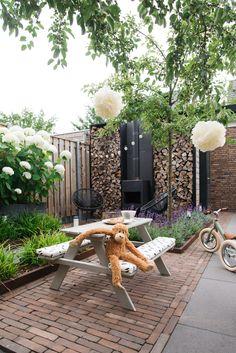 Perfect Backyard Patio Ideas That Will Comfort and Inspire You Garden Cushions, Garden Sofa, Garden Painting, Back Gardens, Patio Design, Backyard Patio, Indoor Garden, Big Garden, Garden Projects