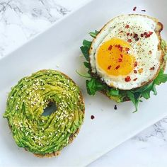 Sprouted Sesame Bagel topped With Smashed Avo  Sesame Seeds & Arugula  Ghee Fried Egg Sprinkled w/ Pepper Flakes thefitdelish #breakfast #bagel #avocado #bageltoast #avolover #friedegg #egg #sesameseeds #healthyfood #food #foodlover #foodporn #foodie #foodielife #foodpics #foodphotography #deliciousfood #yahoofood #yummy #gluttony #coolinaria #eeeeeats #foodandwine #beautifulcuisines #buzzfeast #huffposttaste #eattheworld #eater #liveauthentic (instalink ift.tt/2LyvWLB)