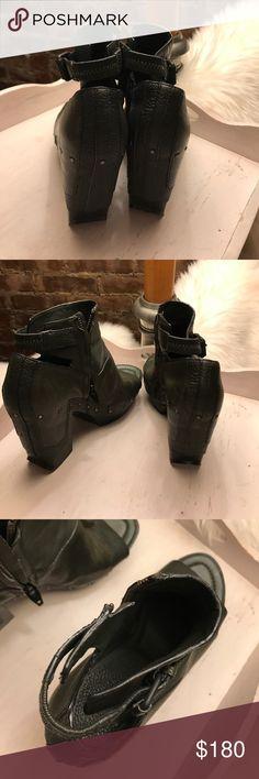 Diesel leather green size 7 sandals platform 4 in Diesel leather platform sandals. Green. See photos for wear.gorgeous. Size 7. Platform 4 inches on highest end 2 inches on low end Diesel Shoes Sandals