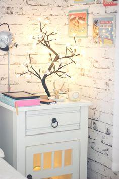 My nightstand: http://melinasouza.com/2014/12/15/do-lado-da-minha-cama/