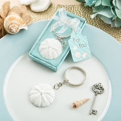 Sand dollar beach themed key chain - Keep memories of your seaside holiday close at hand with this lovely sand dollar themed key chain.