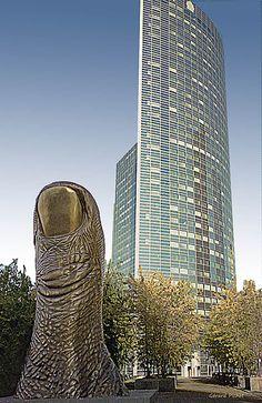 Le Pouce- De César-Sculpture de bronze-Paris La Défense