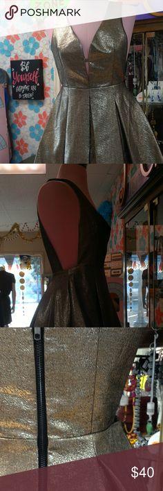 GOLD CHRISTMAS DRESS SHORT, GLITTERY, PLEATED Dresses Mini