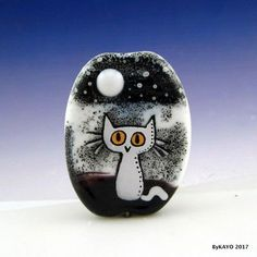 """SPOOKY SUKI"" byKAYO a Handmade WHITE CAT Lampwork Art Glass Focal Bead SRA"
