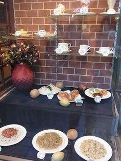 昭和の香りの喫茶店 フロンティア 尾山台 Showa, Table Settings, Place Settings, Tablescapes