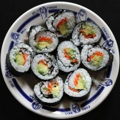 Vegetable Sushi! [[avocado, cucumber and carrots]] low calorie!