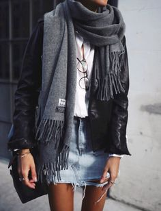 tendances mode automne-hiver Check out the fall winter fashion trends of the season. We love the new collection. Mode Outfits, Winter Outfits, Casual Outfits, Dress Winter, Winter Skirt, Summer Outfits, Winter Tights, Classic Outfits, Casual Skirts