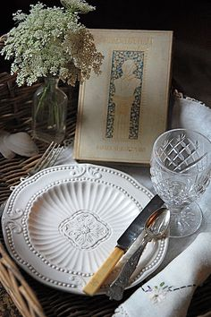 A deeply lovely Shakespeare inspired table setting. #table #setting #party #entertaining