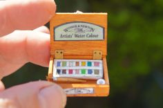 Nono's tutorial on how to make a 1:12 scale miniature watercolor paint box. (Page is in French.)