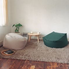 Beanbags, the classic dorm room and bachelor pad staple, are about to get serious competition in the form of these Muji Body Fit cushions. Muji Home, Deco Zen, Floor Seating, Minimalist Living, Home Living Room, Bean Bag Living Room, Bean Bag Chair, Bedroom Decor, House Design