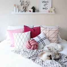 Beautiful pink and white | Love the lines in this pillow combination Photo taken by @whitefoxstyling