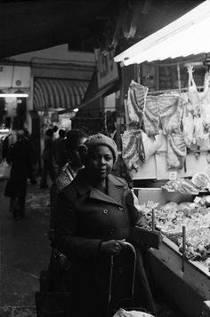 Brixton 1975 - thank you for this picture - brought back many memories to us at Chilli Melon :) London History, British History, Vintage London, Old London, Old Photos, Vintage Photos, Brixton Market, Long Shadow, African Diaspora