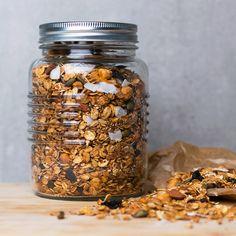 Healthy nut & seed granola #healthy #breakfast #recipe #vegan #nut #oats #granola