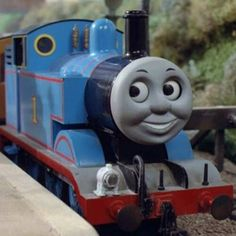 Thomas The Tank, Thomas And Friends, Friend Pictures, Engine, Google, Libros, Train, Drinks, Kitchens