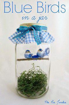 Coloca pájaros de adorno en el interior de un frasco de cristal para crear una bella decoración para tu casa o para obsequiar. Son muy fáci...