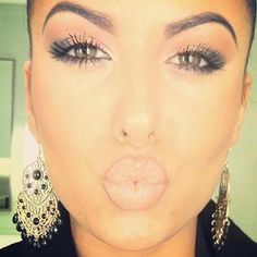 My everyday makeup for when I start college next year.. She's purrrrty!