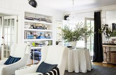 Thenumerous blue accents and overallbeachy vibeof Michelle Adams' home make herlove of the water instantly apparent.