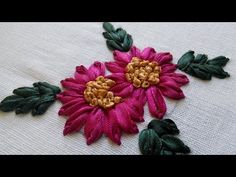 How To Make Ribbon Embroidery Design by Hand: A basic stitch that enables you to create a wide variety of flowers, leaves even insects. Can be executed with ribbons from 2 mm up by adjusting the size of the chenille needle to suit. Ribbon Embroidery Tutorial, Basic Embroidery Stitches, Hand Embroidery Flowers, Creative Embroidery, Silk Ribbon Embroidery, Embroidery For Beginners, Hand Embroidery Designs, Embroidery Patterns, Diy Ribbon Flowers