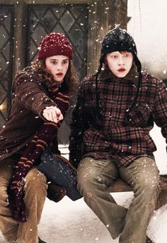 ron and hermion in prizoner of azkaban