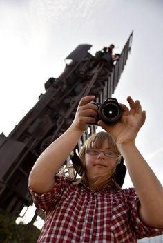 Dit meisje met Down heeft een talent voor fotografie - Vrouwen.nl