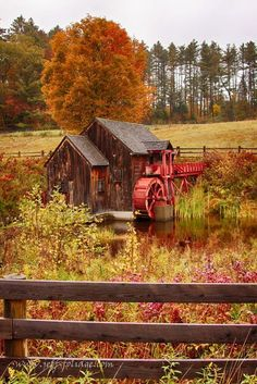 Old Crawford farm grist mill - Exploring New England\'s fall ... / Fall