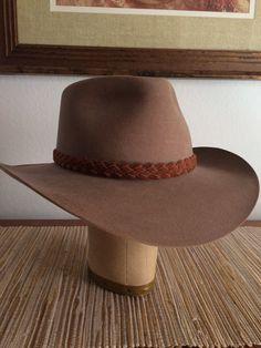 Akubra Australian Mens Snowy River Pure Fur Wool Felt Hat / Indiana Jones Hat / Size 7 3/8 / Tan / Leather Braid Trim
