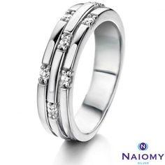 Bague fantaisie issue de la collection Silver par Naiomy. Comme son nom l'indique, cette bague est en argent 925/1000.
