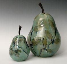 Botanical Pears: Suzanne Crane: Ceramic Sculpture   Artful Home prachtige kleur