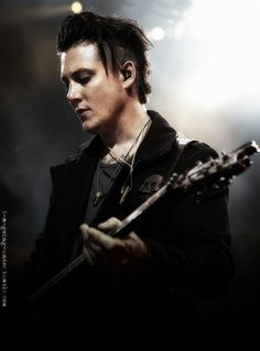 Oh my , oh my Beautiful Synyster Gates!!!
