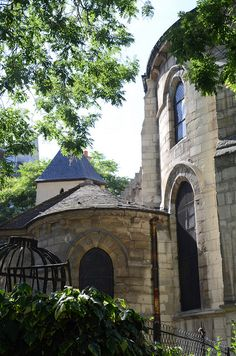 Eglise Saint-Julien-le-Pauvre by Bee.girl, via Flickr