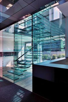 casier de verre pas au soleil !! ... noter comment se tiennent les marches / murs de verre
