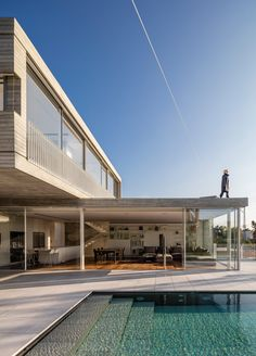 Modernist-inspired house in Tel Aviv features a cantilevered upper storey