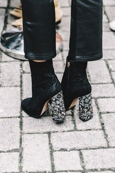 Can we have these boots like yesterday? // #shoeporn #style #fashion