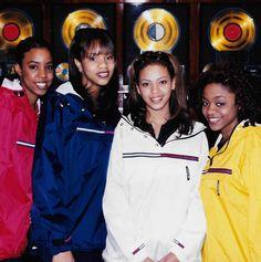 Una Tommy Hilfiger per le Destiny's Child Black 90s Fashion, 2000s Fashion, Hip Hop Fashion, Urban Fashion, School Fashion, Punk Fashion, Lolita Fashion, Fashion Boots, Style Fashion