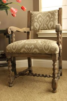 This gorgeous solid oak chair was finished with a light wash of Country Grey Chalk Paint® decorative paint by Annie Sloan and beautifully sealed with Soft Wax by Austin, TX Chalk Paint® stockist Jamie of Jamie Figari Design and Kalology Studio! Chalk Paint Chairs, Painted Chairs, Chalk Paint Furniture, Furniture Refinishing, Furniture Dolly, Find Furniture, Farmhouse Chairs, Chair Makeover, Furniture Restoration